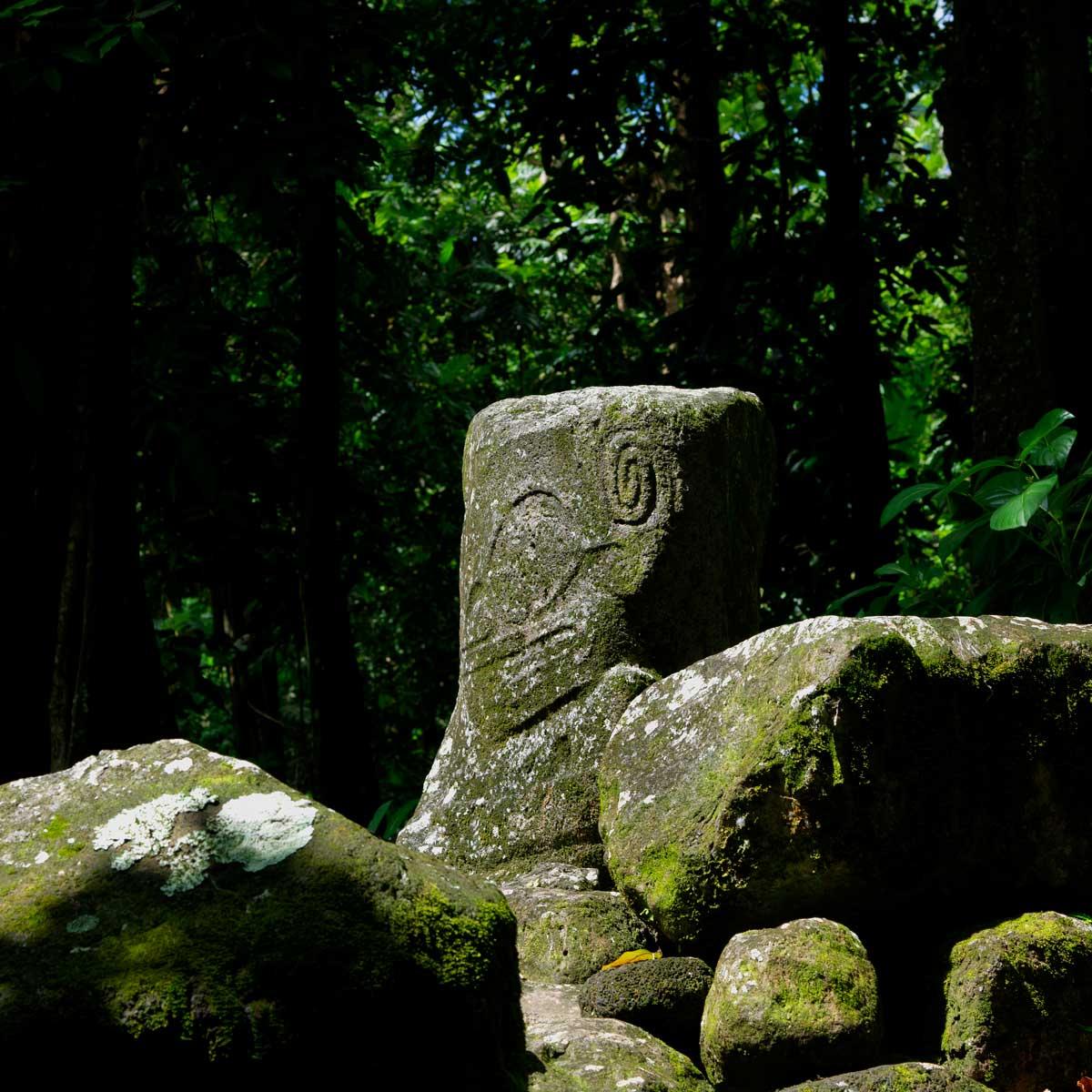 Tiki dans l'île d'Hiva Oa aux Marquises