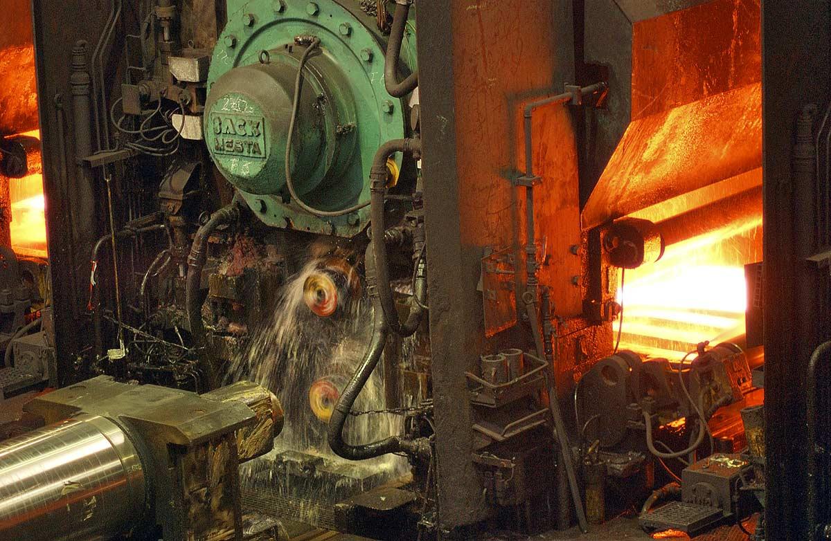 Laminage des plaque d'acier en fusion