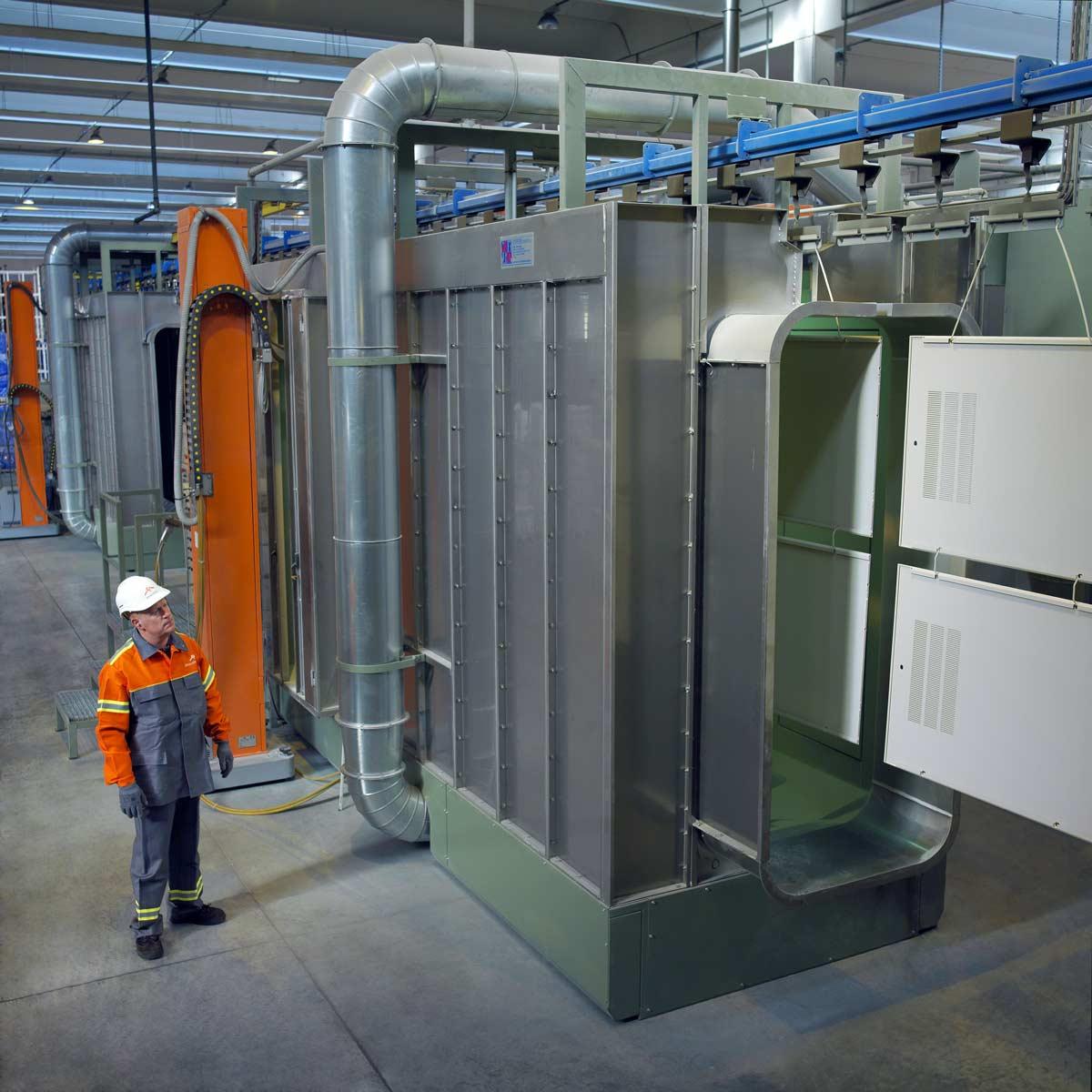 Cabine de peinture pour pièces d'acier destinée à l'industrie de l'électroménager