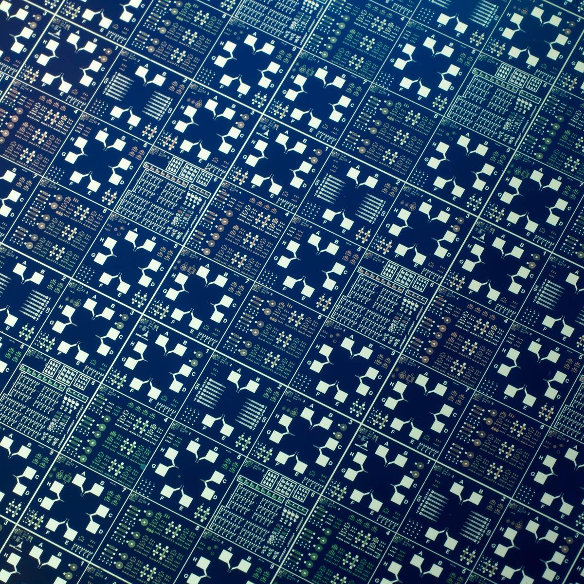 Nano-circuits sur une galette de silicium au Lety - laboratoire de nanotechnologies de Grenoble