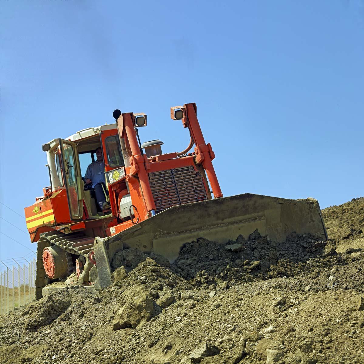 Travaux de terrassement pour la construction de l'usine Renault à Tangers